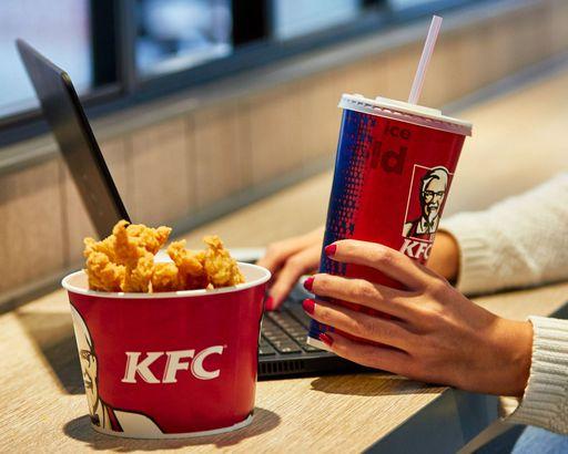 Descoperire HORROR la KFC: bacterii și enterococi în gheață | Money